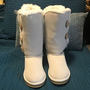 Shoes - NWT Gray Winter Boots